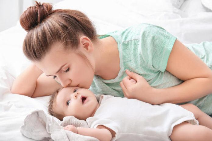 majka i beba poljubac zdravlje ljubav
